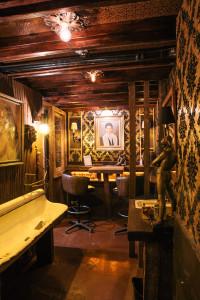 ACME-9-Gentlmens Lounge